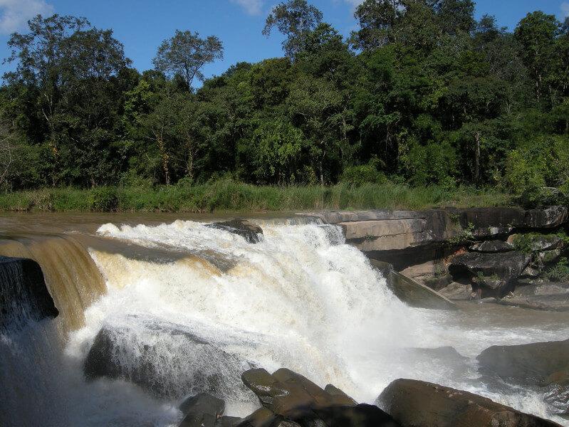 น้ำตกแก่งโสภา (Kaeng Sopha Waterfall)