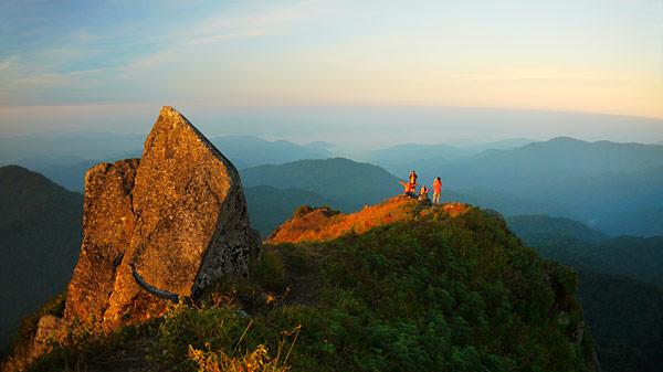 ท่องเที่ยว ยอดเขาโมโกจู อุทยานแห่งชาติแม่วงก์ จังหวัดกำแพงเพชร